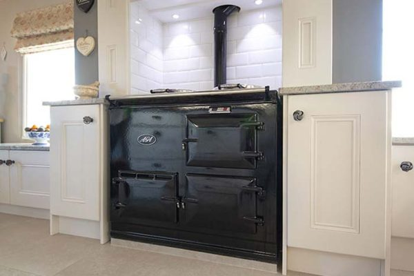 melton spinney farm oven with white cupboards