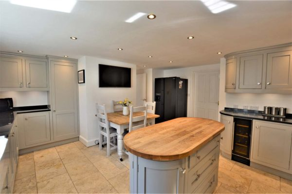 clean looking kitchen refurbishment